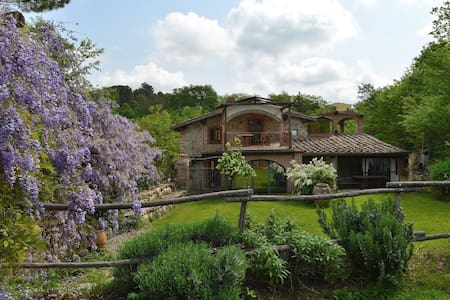 Indipenden house with private pool in Chianti