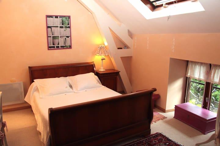 LA VIGNE VIERGE - Chambre Double Pivoine - Castillon-en-Couserans - บ้าน