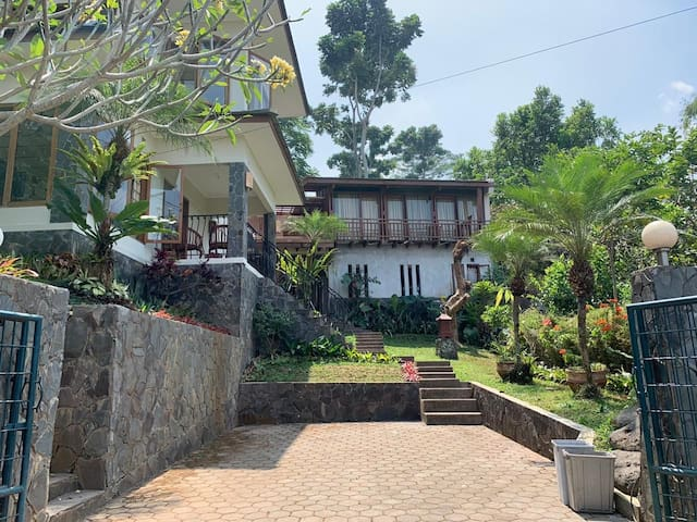 Relaxing villa in Dago Pakar with city view!