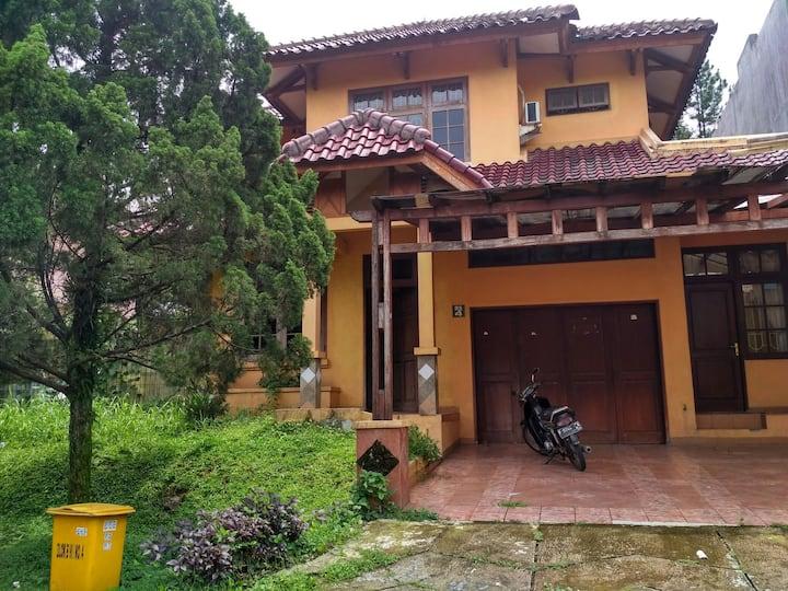 Bogor Lakeside Homestay