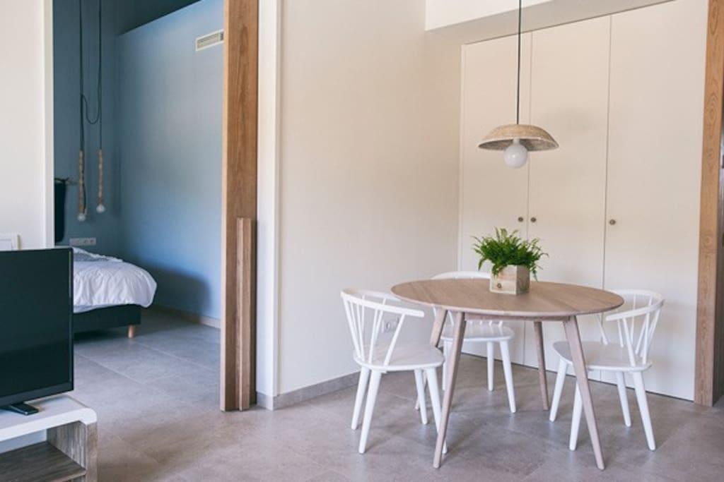 Living room: bedroom access