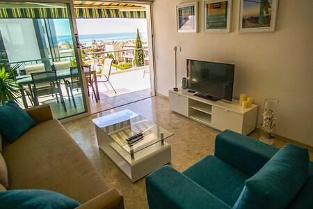 Alexander Sea View Apartment, Pool, Near the Beach