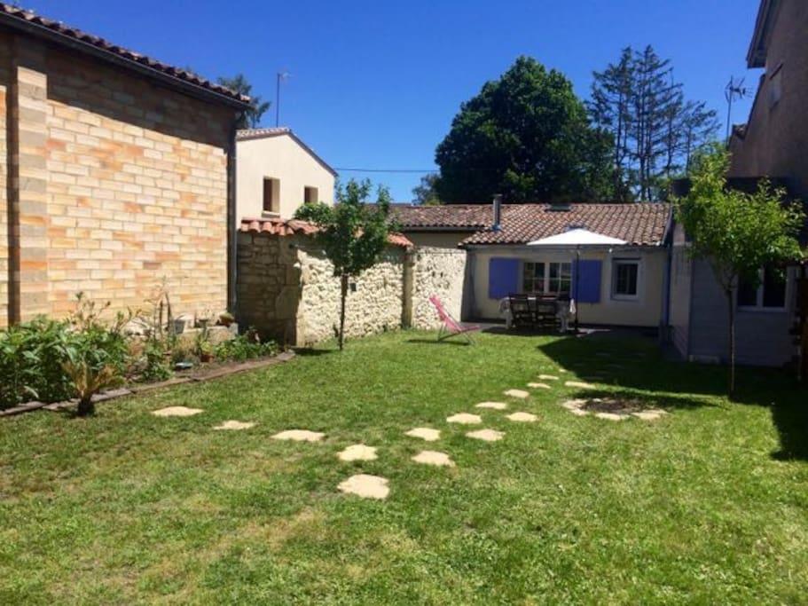 Petite maison m docaine au coeur du village maisons for Garage castelnau de medoc