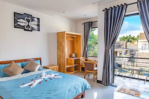 Deluxe Room Balcony- 5 min walk to Hoi An Old Town