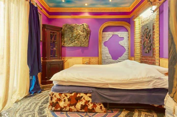 Blue Purple Dali Apartment in Main Square area