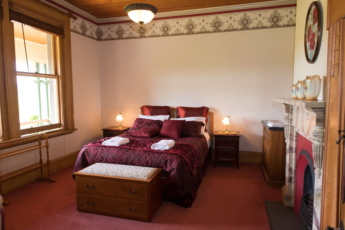 The Edwardian room overlooks a narrow balcony out to the Blue Mountains & across West Otago.