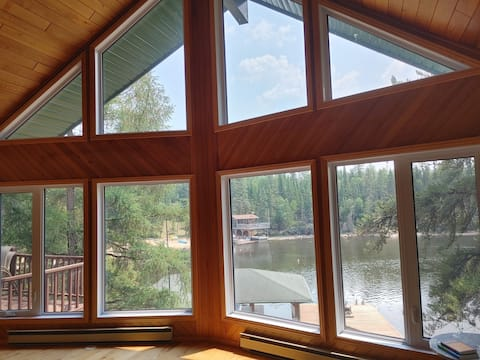 Luxury West Hawk Lake House with Two Suites