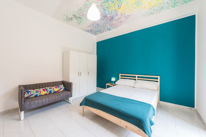 Bright and lovely room in center of Bari