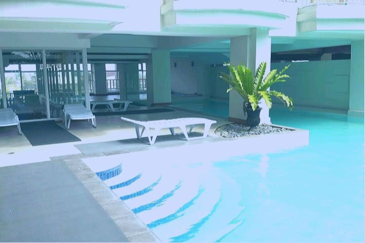 D-Jay 1 BR Prime Condo ❤️1-5 pax/ free Pool & Wifi