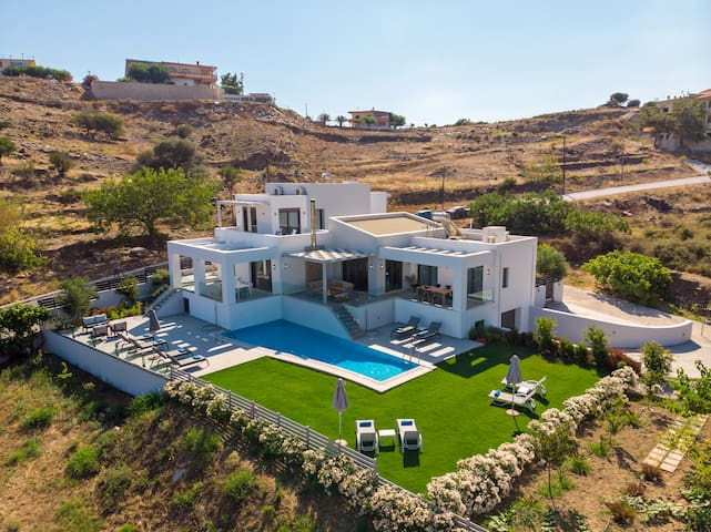 Panoramic aspect of the villa and surrounding area!