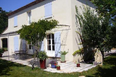 Agréable villa  150m2, Jouques, Provence - Jouques - Βίλα