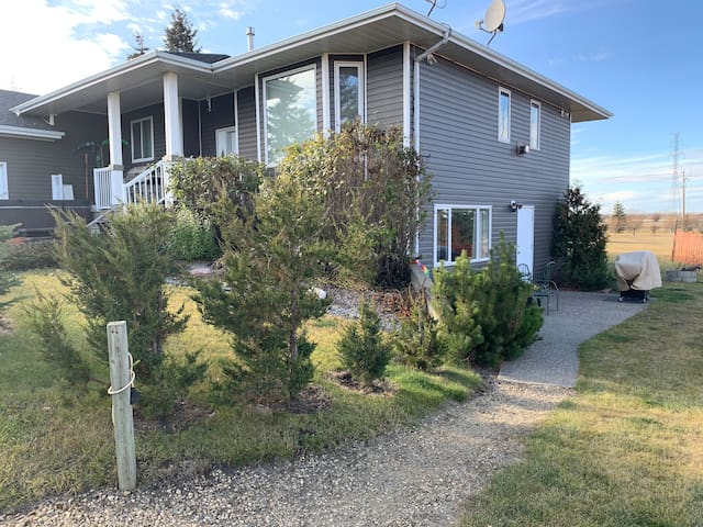 Large 1-Bedroom Unit. Private Entrance on Acreage