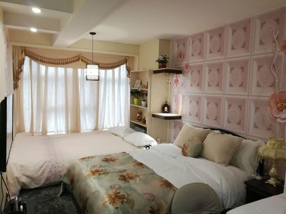 温馨的房间,可以入住4人。