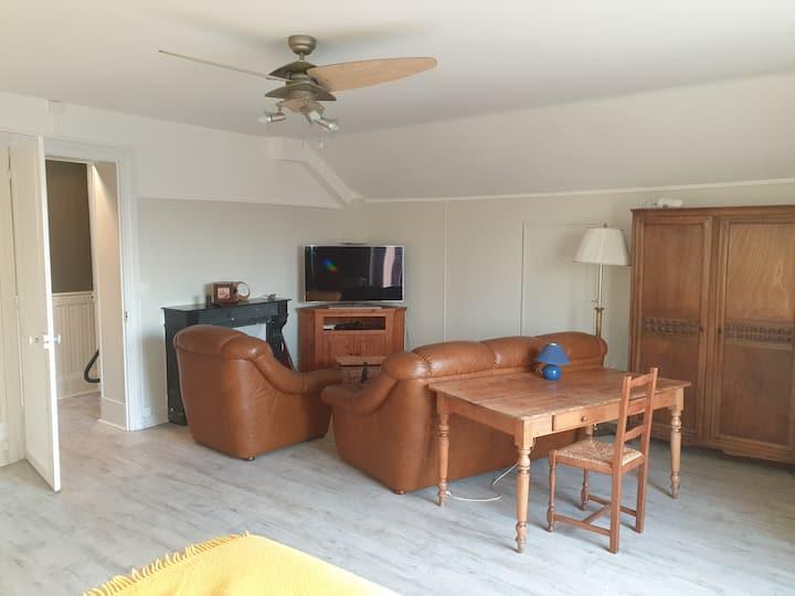 Hébergement spacieux dans maison calme
