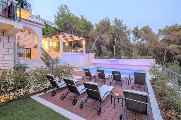 Comfort Apartments Trogir with Balcony ,View, Pool