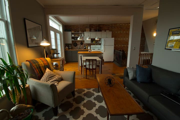 Bright and Charming in DT Port Hope - Port Hope - Byt