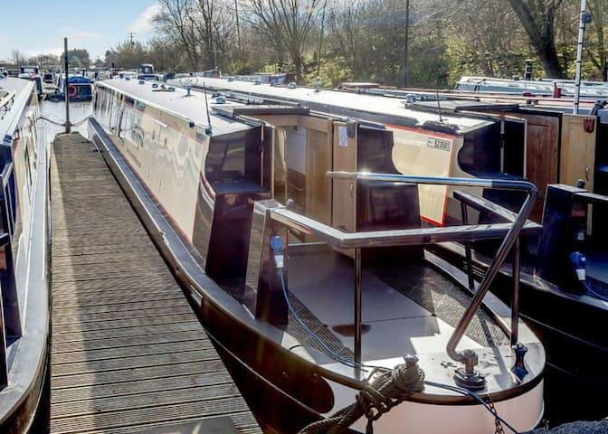 Marilyn - The Floatel - Luxury Canal Boat