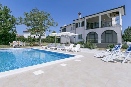 Comfortable apartment Meri with Pool - Sveti Bartul - Διαμέρισμα