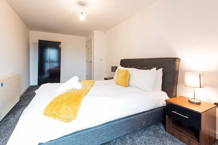 Stunning 2 bed apartment with a large balcony - 7