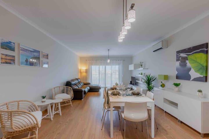 Apartamento 7 Mares com Suite e Piscina