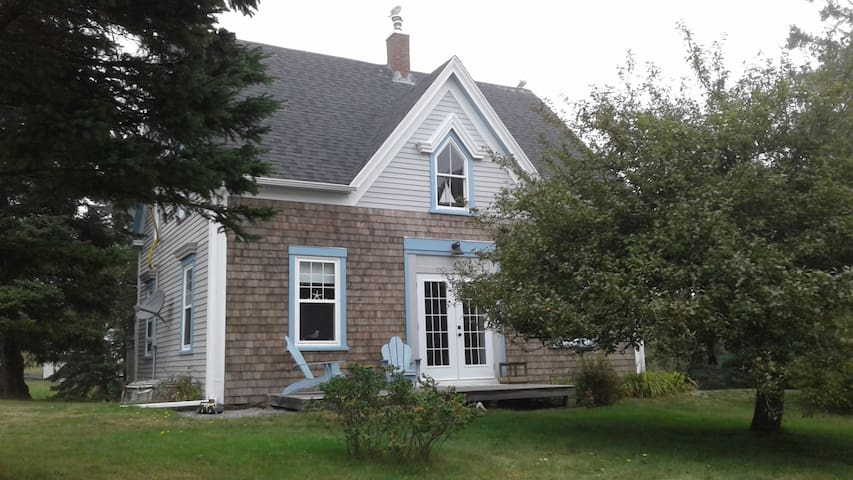 Honeysuckle Cottage - LaHave - Huis