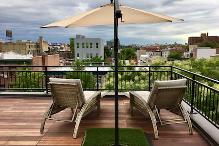 Romantic Rooftop 360 NYC views + Deck (35% off)