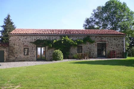 Beautiful gite, stunning location - Condat-lès-Montboissier - Huoneisto