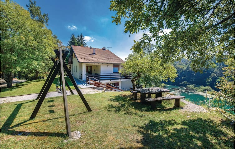 Holiday cottage with 3 bedrooms on 176m² in Donji Zvecaj
