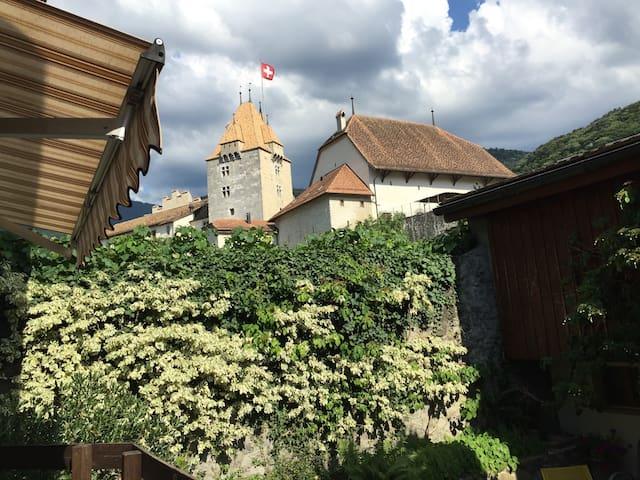 Votre maison au pied du Château - Aigle