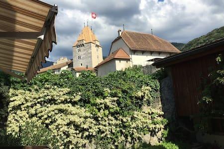 Votre maison au pied du Château - Aigle - Hus