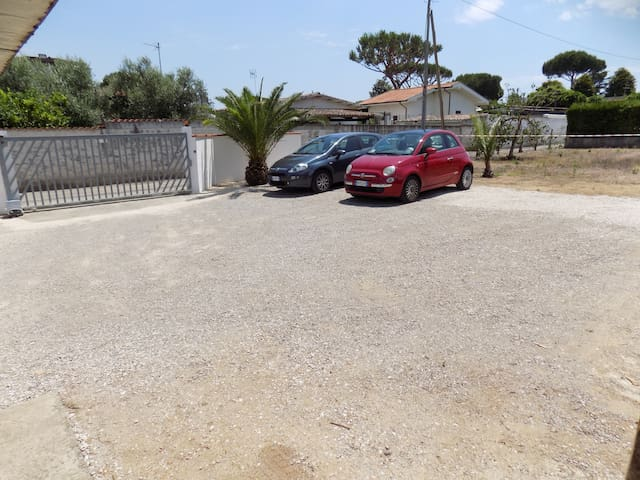Cottage with garden at 700mt beach - Terracina - Huis