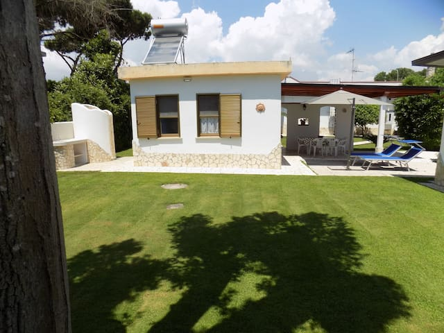 Cottage with garden at 700mt beach - Terracina - House