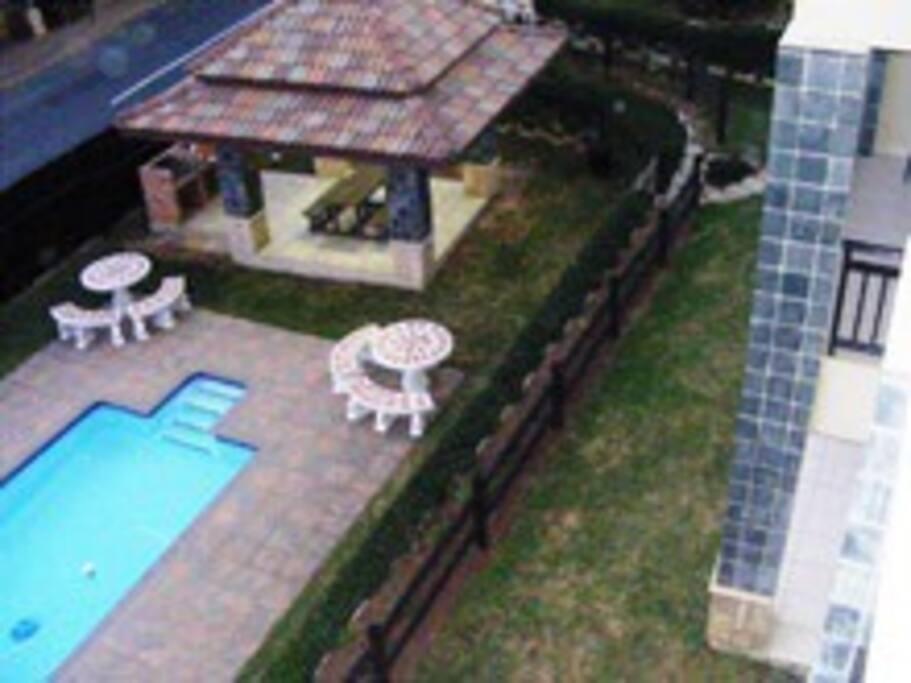 Swimming pool with lapa