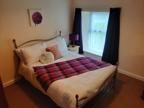 Susie's cosy, comfortable, centrally located, one bedroom townhouse. A two minute walk from Donegal Town centre.