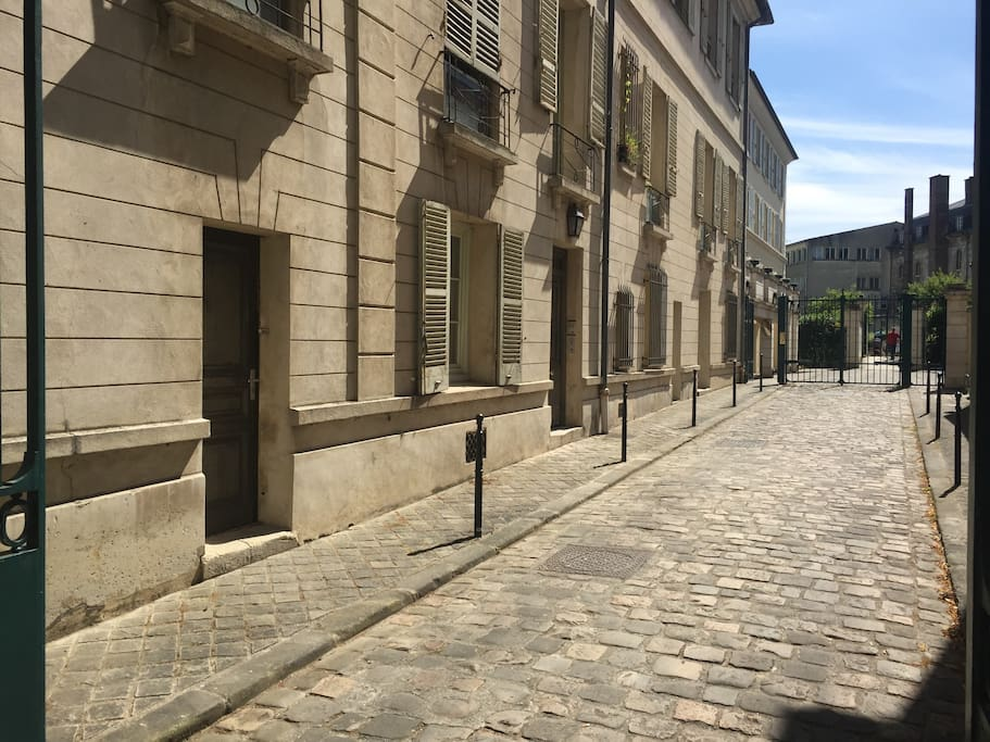Pedestrian street to Jardin des Recollects