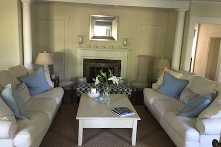 Sunset Cottage right in Osterville Village - Barnstable