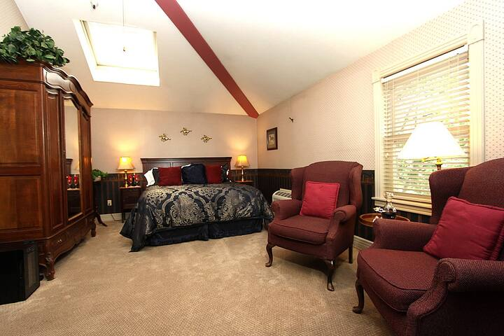 Hennessey House Bed and Breakfast - Bridle Suite
