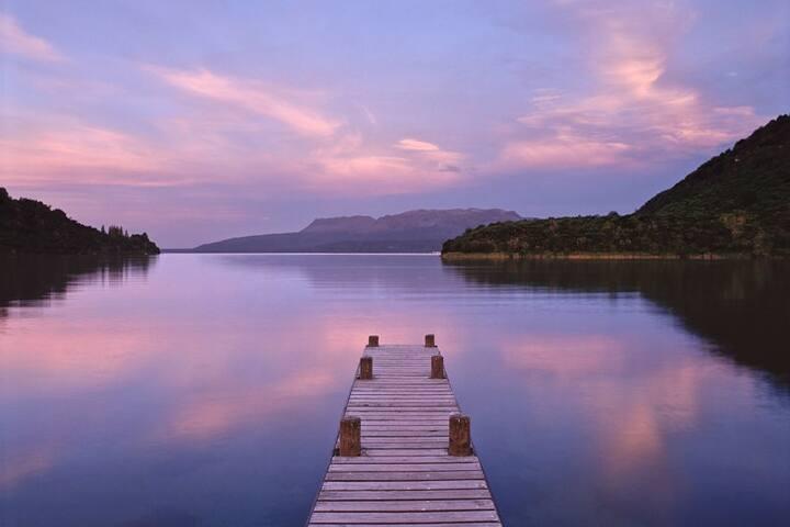 Serenity Bush and Lake Retreat (Breakfast Basket)
