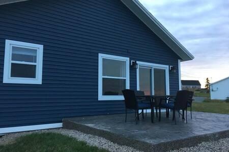 Elliston Vacation Homes (Blue House)
