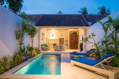 Promo Weekly&Monthly 1br villa walking to beach