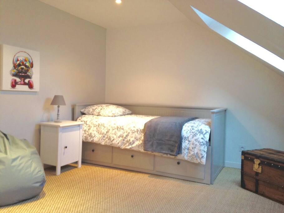 Chambre enfants (1 lit 90 cm + 1 lit tiroir)