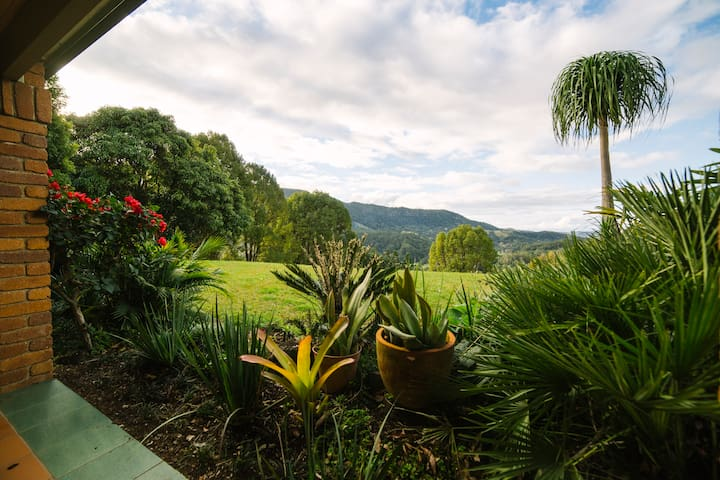 Hilltop Hideout - Currumbin Valley - Bed & Breakfast