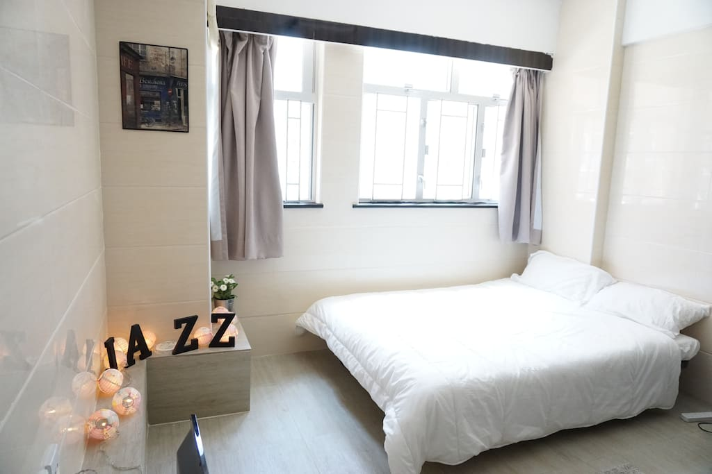 Very bright room, downstairs is Nathan road . It's practice room , no separation . Only you will stay in the room. We have the master lock, you can check in by yourself anytime .