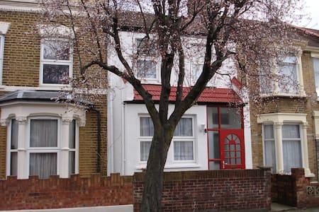 Nice Clean Single Room North London - London - House