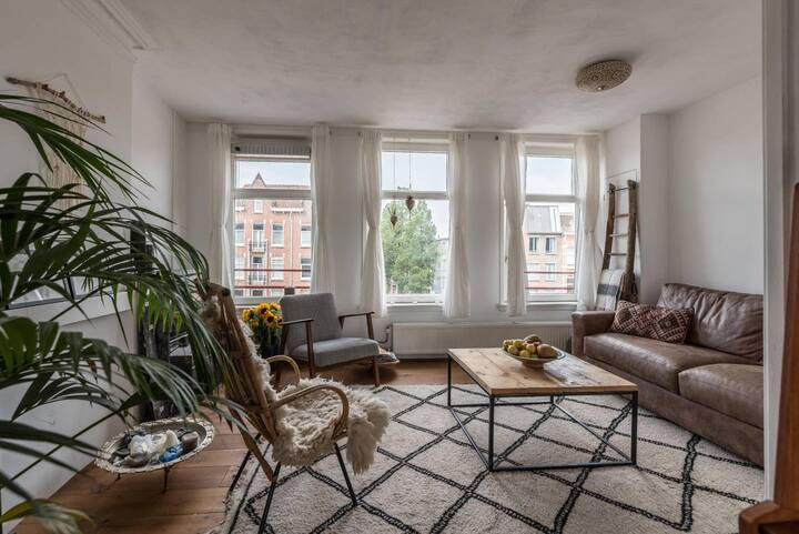 Lovely renovated appartment with rooftop terrace.