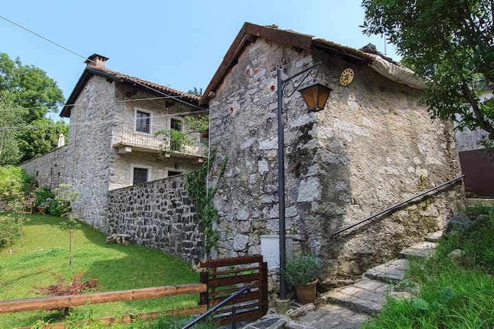 Rustic house of Granite with garden - Mergozzo  - Casa