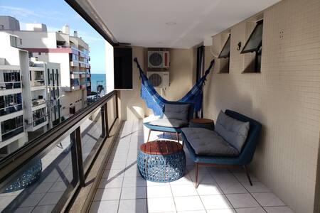 Bem-estar na quadra do mar de Meia Praia