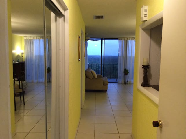 Charming unit in the sky near beach - Freeport, Grand Bahama
