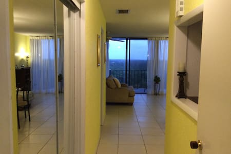 Charming unit in the sky near beach - Freeport, Grand Bahama - 아파트
