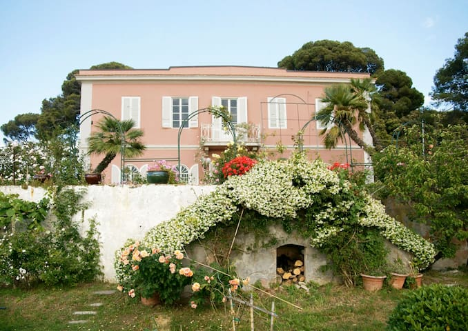 Tuscany Villa, Sea View and Garden
